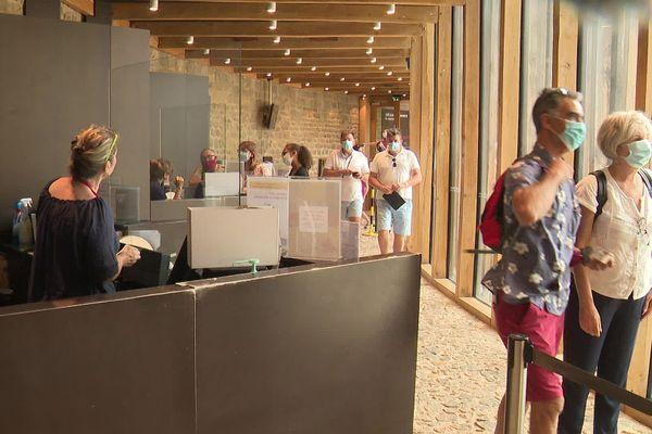 En juillet le chateau comtal de Carcassonne a accueilli 60 000 visiteurs, 40 000 de moins qu'en 2019.