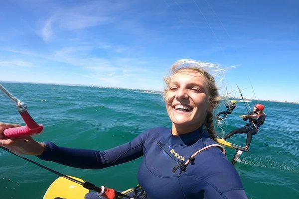 La Narbonnaise Poema Newland, vice-championne olympique 2019 des JO de la jeunesse en kitefoil, fais partie des meilleures - août 2020.