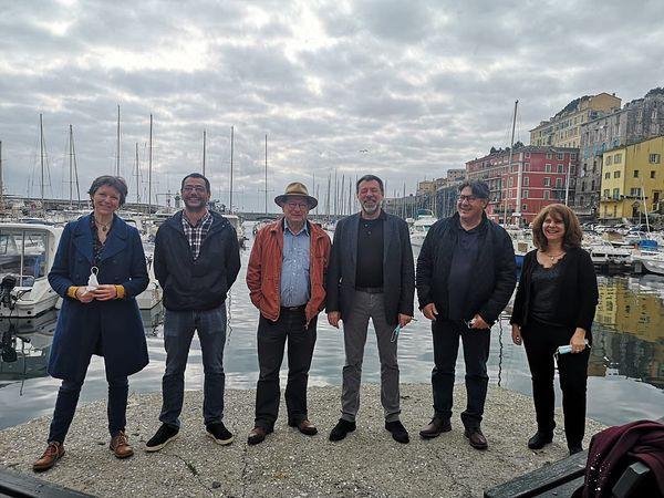 Les représentants des six régions du réseau Eskolim sur le Vieux port de Bastia le 28 mars 2021.