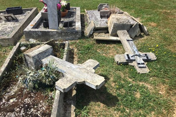 Un Camerounais condamné pour avoir profané une soixantaine de tombes — France