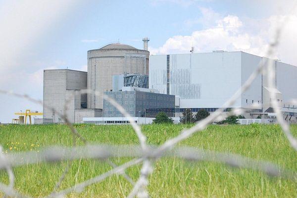 La Centrale nucléaire du Blayais prise le 25 avril 2011