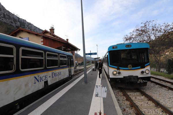 Le train des Pignes transporte 430.000 voyageurs par an entre Nice et Digne-les-Bains.