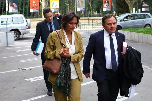 Mardi 18 juin 2013, peu avant 9h, les parents d'Agnès Marin arrivent au tribunal du Puy-en-Velay en compagnie de leur avocat (devant), Me Francis Szpiner, pour assister à l'ouverture du procès du meurtrier présumé de leur fille.