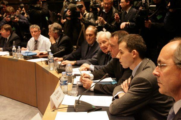 """Le juge Burgaud comparaissant devant la commission d'enquête parlementaire """"Outreau"""" le 8 février 2006"""