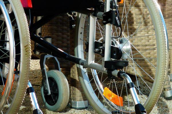 Plusieurs collectifs et associations se sont mobilisés dimanche 13 juin pour la déconjugalisation de l'Allocation aux adultes handicapés (AAH)