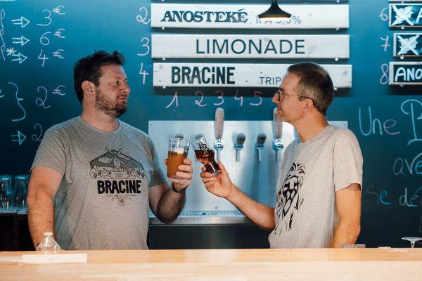 Mathieu Lesenne et Olivier Duthoit, l'équipe de la brasserie du Pays Flamand.