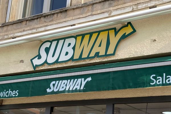 Enseigne restaurant rapide Subway