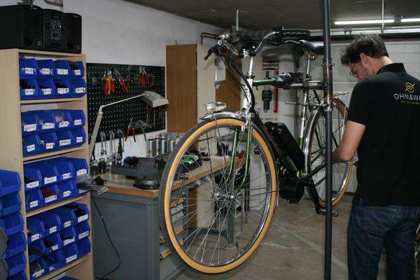La société strasbourgeoise Ohm&Watt propose de transformer un vélo classique en vélo à assistance électrique.