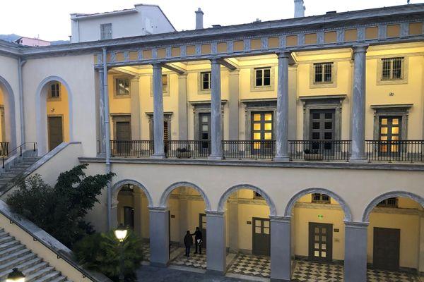 La cour intérieure du palais de justice de Bastia