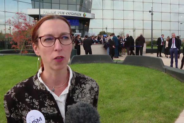 Natacha Aubeneau, vice-présidente du tribunal judiciaire de Niort et membre du bureau du l'USM, union syndicale des magistrats, interrogée avant l'ouverture des Etats généraux de la justice à Poitiers lundi 18 octobre 2021, devant le Palais de Congrès du Futuroscope.