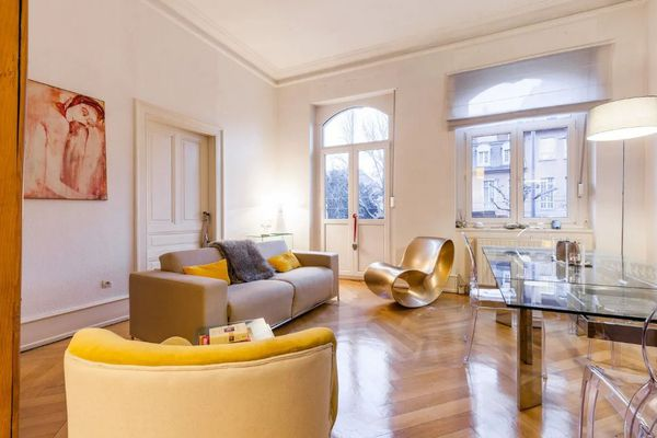 Un vaste salon que l'hôte Fanny partage avec les voyageurs qui louent une chambre dans son appartement