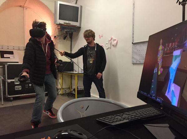 Modeling, effets spéciaux et réalité virtuelle. Dans cet atelier, organisé par l'école ArtFX, le public est plongé dans une une expérience in situ permettant de s'immerger dans la réalité virtuelle avec un casque HTC