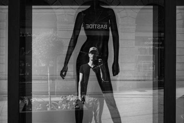 Le photographe seul dans la ville de Rodez