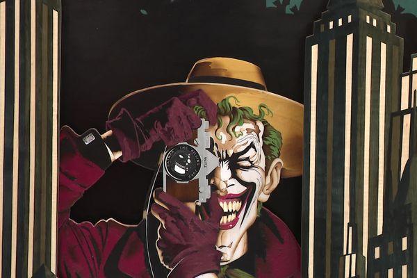 """Le """"Joker"""" fait en marqueterie, une pièce unique réalisée à Château-Chinon, remarquée à Paris en finale du prix """"Avenir Métiers d'Art"""""""