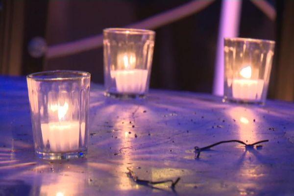 Pour un 8 décembre authentique et solidaire : privée de Fête des Lumières en cette année 2020, la ville de Lyon propose une immense fresque de la solidarité, en hommage aux acteurs de la lutte sanitaire contre le Covid. Une fresque composée de 20.000 lumignons.
