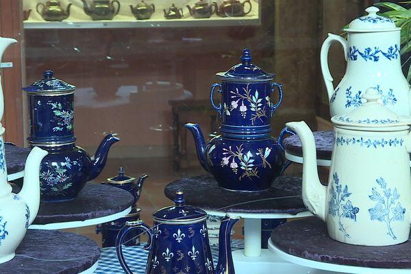 """L'exposition """"Saint-Uze, la vaisselle de ma grand-mère"""" est à découvrir tous les jours, jusqu'au 14 novembre 2021 à la Maison régionale des Arts de la table à Arnay-le-Duc en Côte-d'Or."""