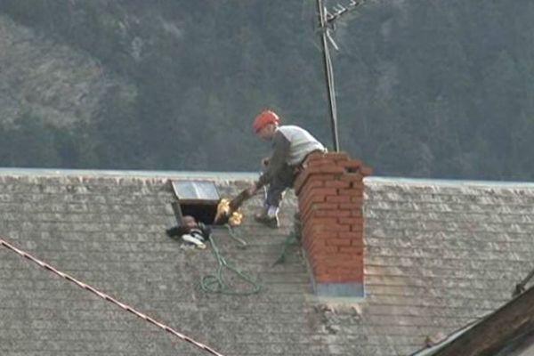 Le toit de l'école de Jausier légèrement endommagé