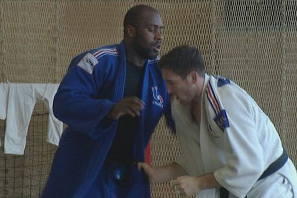 Teddy Riner et ses huit camardes de l'équipe de Frnace masculine de judo sont en stage à Houlgate pour préparer les Mondiaux de Moscou.