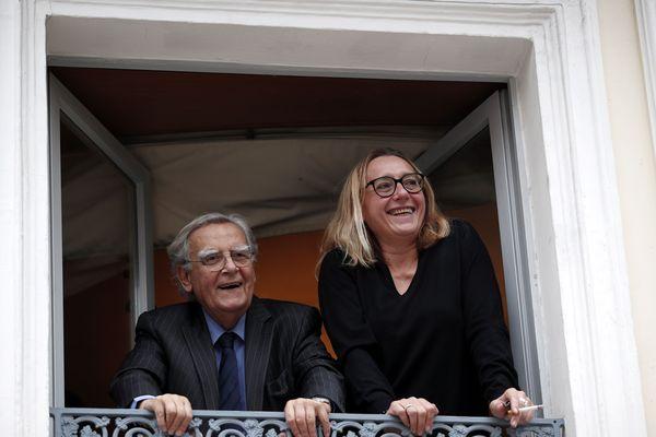 Bernard Pivot et Virginie Despentes, à la fenêtre du restaurant Drouant avant l'annonce du prix Goncourt 2018