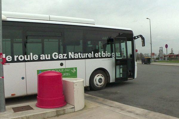 Le car isarien fonctionnant au biogaz, à Senlis.