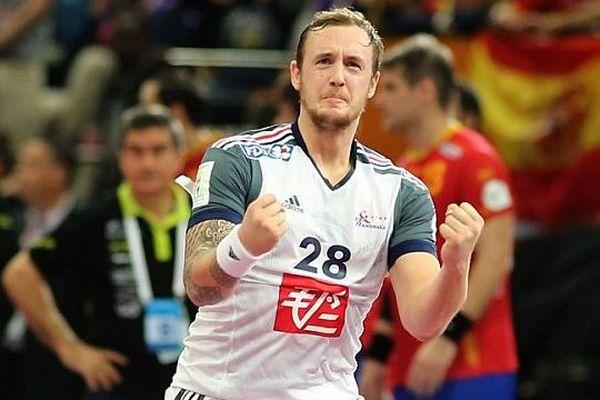 L'ailier droit Valentin Porte après avoir marqué un but dans la finale des championnats du monde qui opposait l'équipe de France de handball au Qatar à Doha le 1er février 2015