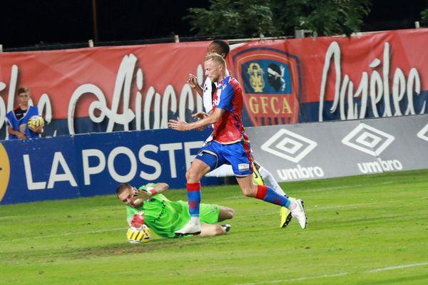Pollet face au Paris FC au stade Ange-Casanova, en août dernier.