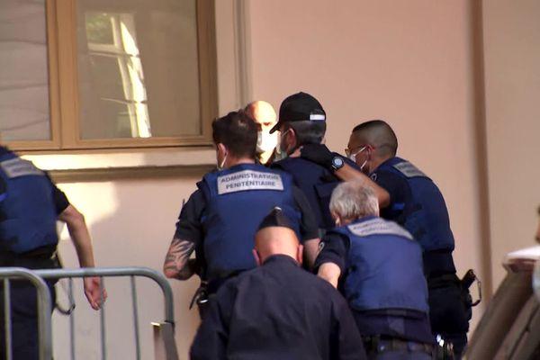 Nordhal Lelandais à son arrivée à la Cour d'Assises de Savoie, le 11 mai 2021