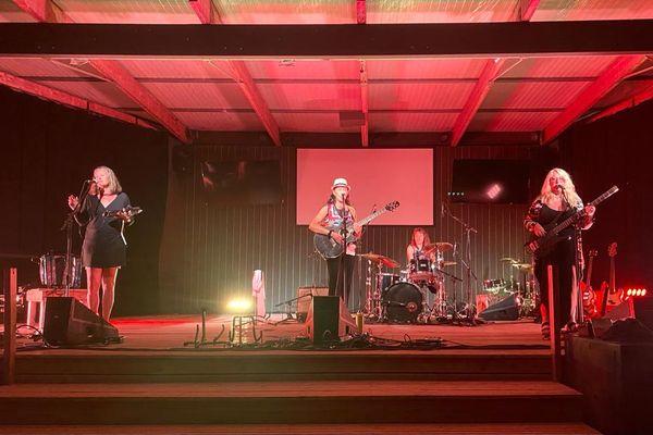 Le groupe Les Poulettes s'est produit pour la soirée d'ouverture de la 27e edition de Settembrinu di Tavagna.