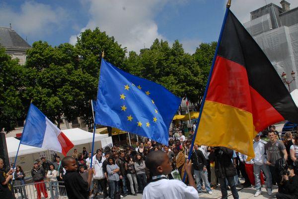 Archives 14 Mai 2009. Concert de RAP et HIP HOP à Poitiers pour parler aux jeunes de l'Europe et des élections européennes.