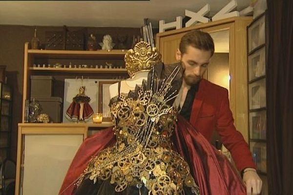 Romuald Bertrand et sa robe qui a remporté le concours de Miss France