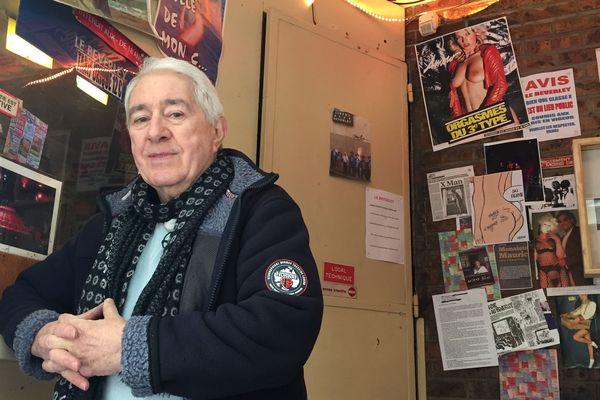 """Maurice Laroche, le gérant du """"Beverley"""", le dernier cinéma porno de Paris, dans le quartier des Grands Boulevards."""