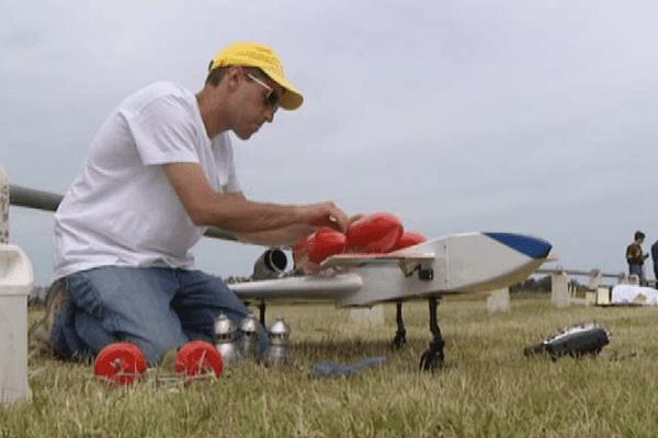 Quand l'avion ne décolle pas, il reste la passion pour l'aéromodélisme.