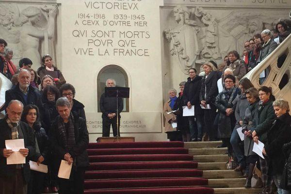 200 choristes en hommage aux victimes des attentats de Paris à Tours