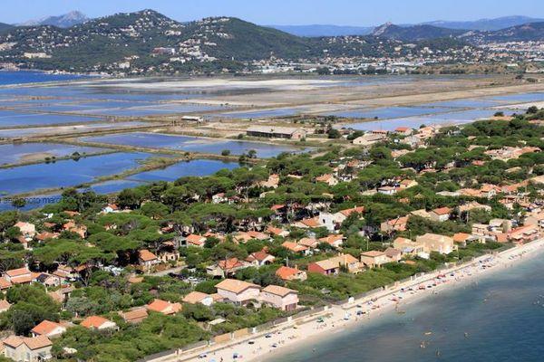 A Hyères, des terrains en bord de mer sont loués à bas prix depuis les années 30