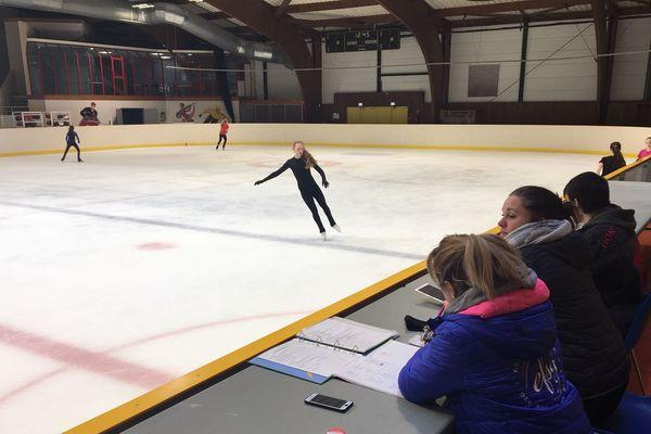Patinage artistique : les patineuses s'entraînent pour les championnats de France junior à Charleville-Mézières