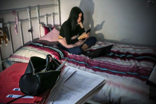 Entre les cours en distanciel et le couvre-feu, de nombreux étudiants se retrouvent en situation d'isolement.
