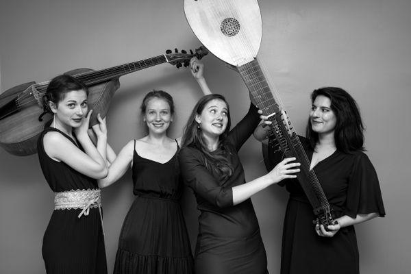 Alice Duport-Percier, Axelle Verner, Garance Boizot et Albane Imbs alias Les Kapsber'girls, joueront le 19 juin dans le cadre de Mars en Baroque. 