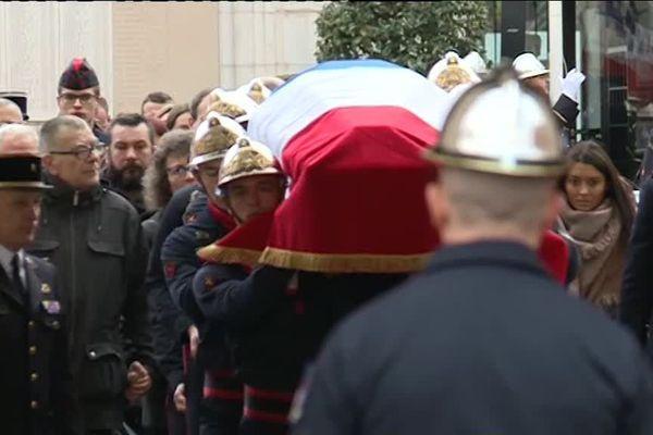 Un hommage officiel a été organisé à la caserne Champerret à Paris jeudi 17 janvier 2019 en mémoire des pompiers Nathanaël Josselin et Simon Cartannaz, morts suite à une explosion rue de Trévise.