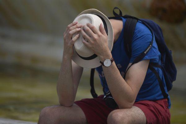 Touriste dans canicule, touriste fatigué