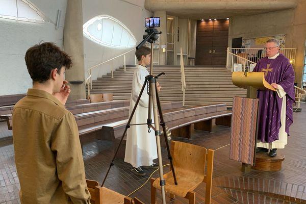 A l'église Jeanne d'Arc à Rouen, la messe a été retransmise en Facebook Live