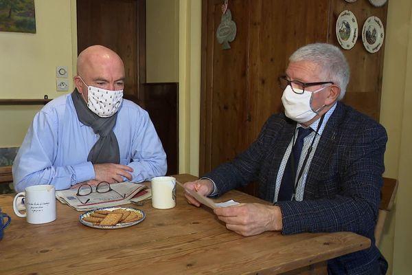 Marc Le Fur (à gauche), député LR des Côtes d'Armor et Gérard Lahellec, sénateur PCF des Côtes d'Armor, ont signé la tribune appelant à empêcher les suppressions d'emplois prévues chez Nokia à Lannion (Côtes d'Armor) et à Nozay (Essonne).