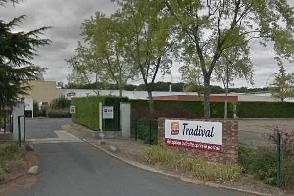 Entrée de l'abattoir Tradival, à Fleury-les-Aubrais, dans le Loiret.