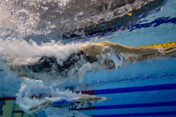 Charlotte Bonnet se qualifie pour les demi-finales du 200 m nage libre sans difficulté.