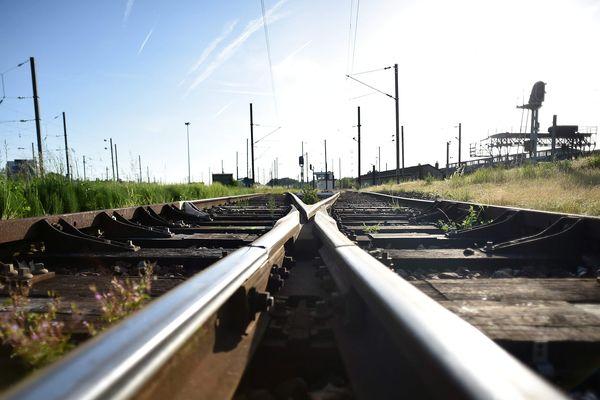 Les travaux de voies ferrées entre la Roche-sur-Yon et La Rochelle vont commencer.