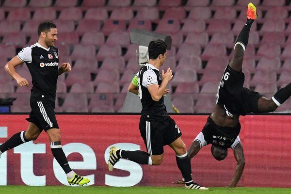 Les joueurs du Besiktas JK célèbrent un but. Stade San Paolo, Naples. 2016.
