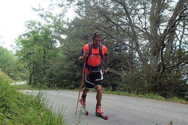 Alain Bohard, moniteur de Ski de 53 ans dans le Jura, a traversé la France en vélo, Kayak et Ski jusqu'à Saint-Nazaire