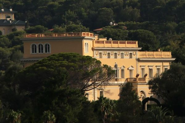 Cette villa a appartenu au roi Leopold II de Belgique, puis au groupe italien Campari.