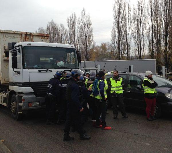 La police intervient pour libérer les accès de deux entreprises à Besançon - Valentin.
