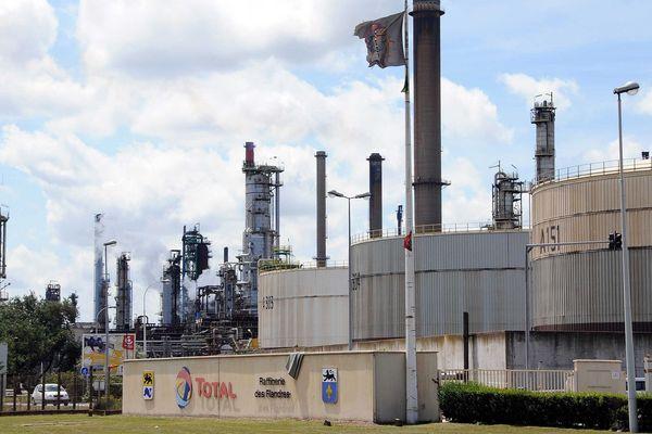 Les agriculteurs vont entreprendre le blocage du dépôt de carburant Total de Dunkerque dans la nuit de dimanche à lundi.
