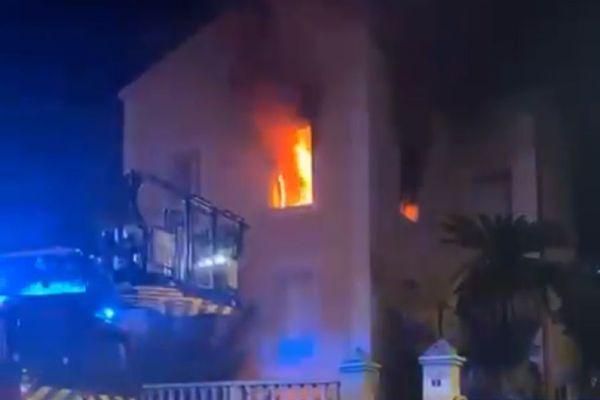 Le feu a été éteint peu après minuit.